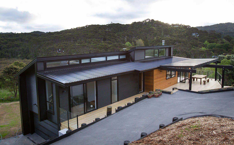 Hose with Queensland sheet metal Magnaflow roof